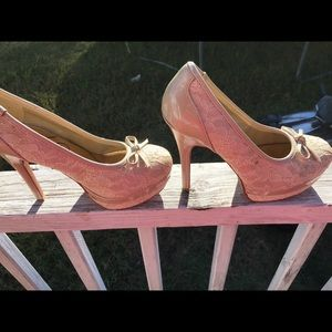 I'm selling woman shoes